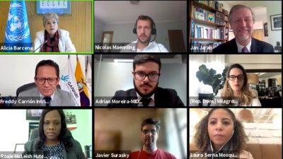 Foto referencial, participantes de reunión virtual