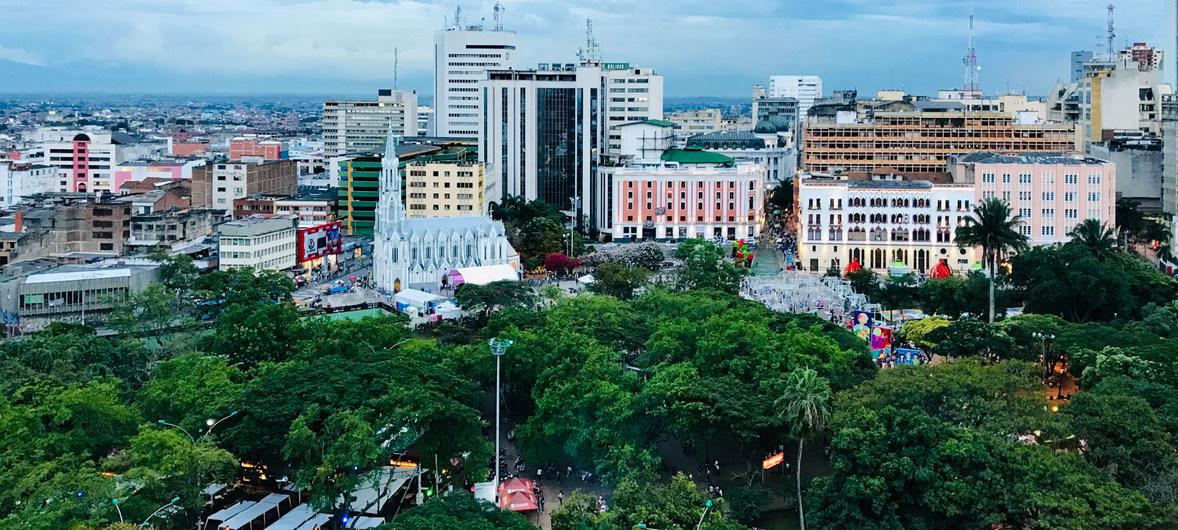 Vista desde altura de Cali, Colombia, la capital del departamento del Cauca